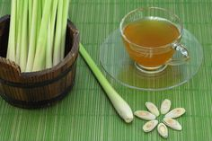 How To Make Lemongrass-Ginger Tea To Rid Yeast Infection And To Heal Digestive System - Juicing for Health Home Remedies For Ringworm, Lemongrass Tea, Tea Benefits, Health Benefits, Juicing For Health, Ginger Tea, Healthy Juices, Healthy Drinks, Healthy Tips