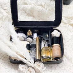 How packs her clear travel case ✨ Blush, Beauty, Instagram, Travel, Viajes, Rouge, Destinations, Traveling, Trips