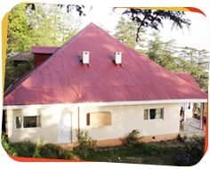 Marley villa ranks among the best cottages in Shimla in terms of accommodation and its features. This cottage is designed with a mix of contemporary style, modern day amenities and colonial look. Revived to boutique style, its rooms and suites offers comfort and luxury with modern sensibility that caters to the needs of the present day traveler.