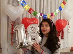 Unsere Fereshteh hat gestern ihren 18. Geburtstag gefeiert. Wir können zwar gerade nicht gemeinsam mit Ihr Kuchen essen, aber das hindert uns nicht daran, sich mit ihr zu freuen! Alles andere holen wir nach!  Liebe Fereshteh, das ganze Team von Handwerk Wien wünscht Dir alles, alles Liebe und Gute zu Deinem Geburtstag! 🥳🎂🎉 Instagram, Kuchen, Essen