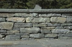 Bluestone Retaining Walls | CT Whiteline Wall Stone with Bluestone Cap