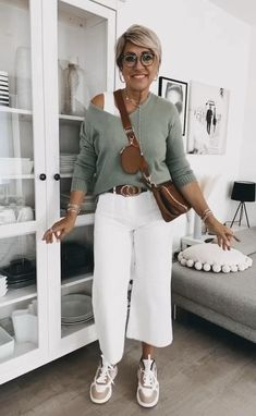 Fashion Over Fifty, 60 Fashion, Over 50 Womens Fashion, Fashion Outfits, Mom Outfits, Simple Outfits, Colour Combinations Fashion, Suits For Women, Clothes For Women
