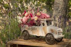 Camiones con flor seca y preservada para la decoración de eventos. Te asesoramos para que tu evento sea único.   #Camiones #florseca #preservada #decoración #eventos #evento