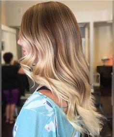Honey blonde melt. Obsessed! Color by @corynneylon_hair #hair #hairenvy #hairstyles #haircolor #blonde #honeyblonde #balayage #highlights #newandnow #inspiration #maneinterest