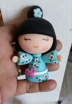 Japanese doll in clay Polymer Clay Figures, Cute Polymer Clay, Cute Clay, Polymer Clay Dolls, Polymer Clay Crafts, Diy Fimo, Christmas Craft Fair, Clay Figurine, Barbie