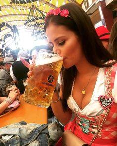 German Beer Festival, Beer Photos, Oktoberfest Beer, German Girls, Beer Girl, Folk Festival, Craft Beer, Bavaria, Happiness