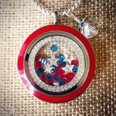 #fireworks in my #locket ✨✨ #spurlockets #origamiowl #july4   Click the pic to make yours!