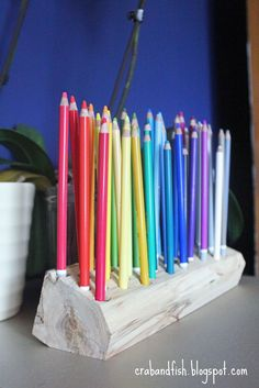 Like this idea for the most often used pencils or a fun way to display my markers....(I have too many colored pencils for this...but nice for that, too!!)  DIY: pencil holder from scrap wood