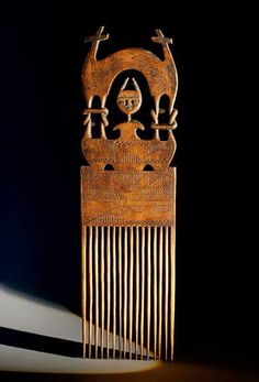 Peigne ashanti Ghana Afro Comb, Afrique Art, Tribal Hair, Adinkra Symbols, African Sculptures, Art Premier, Vintage Hair Combs, Hair Jewels, Barrettes