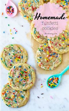 Homemade Funfetti Cookies {from scratch} Soft vanilla butter cookies that are filled with sprinkles! No mixer, chilling, or cake mix needed for these homemade funfetti cookies! Soft vanilla butter cookies that are full of sprinkles Dessert Dips, Köstliche Desserts, Dessert Recipes, Cake Mix Recipes, Health Desserts, Recipes Dinner, Funfetti Cookies, Cake Batter Cookies, Gifts