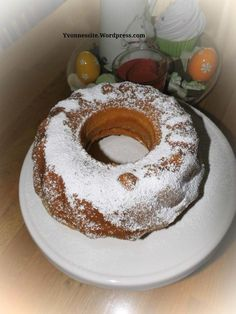 Ich habe 6 Eiweiß zum verwerten gehabt also blieb nur eines, Kuchen backen :) . Ich habe ihn in einer Gugelhupfform gebacken, ihr könnt aber auch eine Kastenform verwenden. Ihr braucht 6 Eiweiß 1 P…