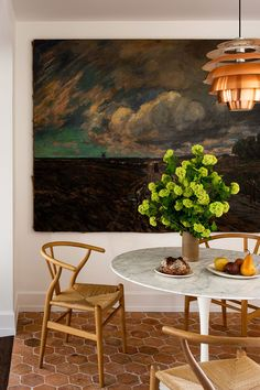 Ashe Leandro breakfast nook styled by 📸 Room Inspiration, Interior Inspiration, Terracotta Floor, Deco Addict, Dining Room Design, Dining Rooms, Dining Area, Breakfast Nook, Decoration