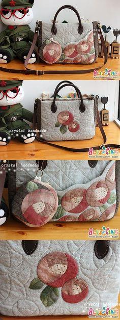 手工DIY 玫瑰拼布包包 - Rose Appliquéd bag Quilt bag So pretty! Japanese Patchwork, Patchwork Bags, Quilted Bag, Fabric Purses, Fabric Bags, Applique Quilts, Rose Applique, Free Motion Quilting, Cute Bags