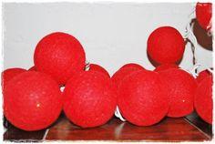 guirnalda rojo intenso http://iluminoteca.com/producto/guirnalda-de-luces-de-bolitas-de-algodon-rojas