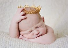 . Love Photography, Creative Photography, Picture Ideas, Photo Ideas, Newborn Crown, Crown Photos, Baby Boy Pictures, Midwifery, Photo Memories
