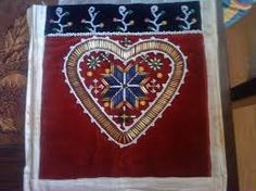 Bilderesultat for brystduk Textiles, Embroidery, Dolls, Hats, Diva, Ethnic, Jewellery, Hardanger, Dots