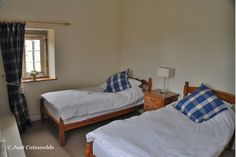 Further twin room in Evesham House with adjacent shower room.                         #luxury #holiday #rental #Cotswolds