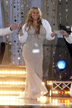 Mariah looking fabulous! Like Mariah, Mariah Carey, Album Sales, Female Singers, Celebs, Celebrities, Red Carpet Fashion, Mother Of The Bride, My Idol