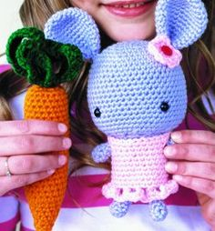 Free Amigurumi Bunny and Carrot Crochet Pattern and Tutorial