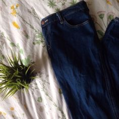 Indigo Mid-waist Jeans Never before worn very cute but doesn't fit me!! Forever 21 Jeans Skinny