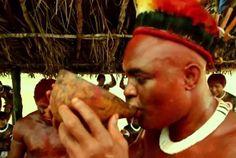 Imagine colocar o Anderson Silva para lutar com os melhores guerreiros de tribos indígenas da Amazônia. Foi exatamente isso que uma marca de energético fez para o lançamento de seu produto.A luta é a tradicional Huka-Huka, onde não é permitido bater no oponente, apenas imobiliza-lo, como no Jiu-Jitsu. Será que o campeão do UFC bate ou apanha? Confira no vídeo.