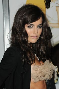 ignore the bizzare tube top...love the wavy hair and smokey eyes!