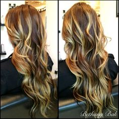Love this subtle ombré with balayage highlights!