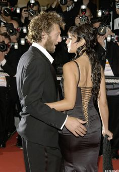 Vincent Cassel and Monica Bellucci in Cannes in 2002 Monica Bellucci Photo, Monica Belluci, Vincent Cassel Monica Bellucci, Star Hollywood, Hollywood Fashion, Italian Actress, Famous Couples, Models, Celebs