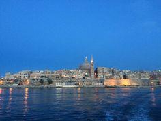 widok z tramwaju wodnego relacji Valletta - Sliema Paris Skyline, New York Skyline, Malta, Travel, Malt Beer, Viajes, Destinations, Traveling, Trips