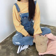 Retro and Vintage Outfits Ulzzang Fashion, Asian Fashion, 90s Fashion, Fashion Outfits, Fashion Trends, Cute Korean Fashion, Skater Fashion, Kawaii Fashion, Fashion Styles