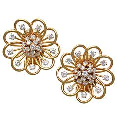 VAN CLEEF & ARPELS Diamond & Gold Loop Earclips