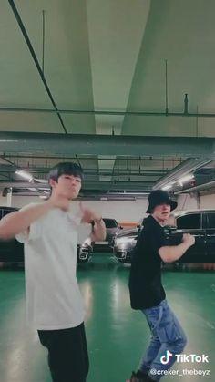 Prinz Eric, Cool Dance Moves, Kpop Gifs, Korean People, Funny Kpop Memes, Ideal Man, Mood Songs, Dance Choreography, Aesthetic Videos