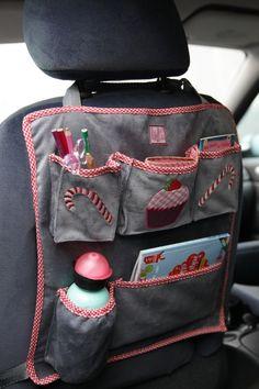Dieses  Muffin Autotensilo bietet die Möglichkeit die Dinge, die man zum Verreisen so braucht, griffbereit unterzubringen.Ob Trinkflasche,Block, Stifte,  oder Bücher...alle Dinge sind für Kinder...