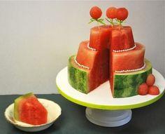 3-stufige Torte aus Wassermelone selber machen