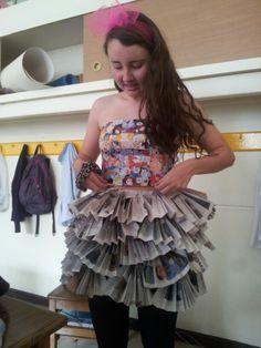 Vestido reciclado. Comics y diario