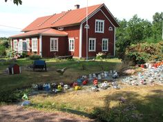 Outdoor collection of coffee pots in the Aland Archipelago - Cute! Archipelago, Islands, Roots, Cabin, Coffee, House Styles, Outdoor, Collection, Home Decor