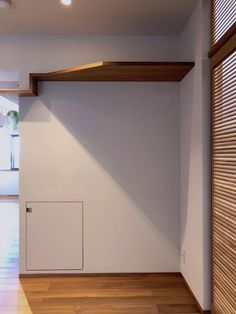 Mさんの家 BLOG見学会 | ハンズデザイン一級建築士事務所 Garage Doors, Cat Walk, Outdoor Decor, Hands, Design, Home Decor, Walkway, Decoration Home, Room Decor