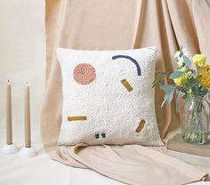 🔸🔻🔹➖ #afternoonswimtextile . . #textileart #fiberart #interiors #homedecor #handwoven #pillow #rughooking #punchneedle #bohodecor…