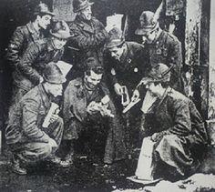 Erano considerati i cattivi, facenti parte di un regime che aveva portato morte e distruzione in Garfagnana. Loro erano gli Alpini della Divisione Monterosa, una delle grandi quattro unità dell'esercito della Repubblica Sociale Italiana che si formò dopo l'armistizio sotto il diretto comando di Mussolini,. Furono addestrati in Germania sotto i rigidi comandi tedeschi e combatterono in Garfagnana a fianco dell'alleato nazista. Entriamo  quindi nei meandri della storia della Divisione