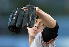 San Francisco Giants starting pitcher Tim Lincecum throws a pitch during the first inning of a baseball game against the Los Angeles Dodgers, Wednesday, June 26, 2013, in Los Angeles. (AP Photo/Mark J. Terrill)