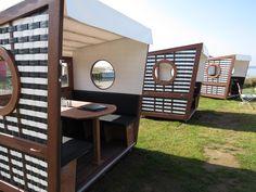 Luxuriös und modern gestaltet sind diese Strandkörbe. Wäre das etwas für Sie?