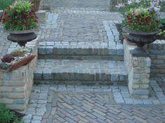 kinderkoppen combineren met klinkers Brick Pathway, Brick Garden, Garden Paths, Patio, Backyard Bbq, Pergola, Outside Living, Pathways, Garden Inspiration
