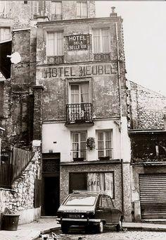 Hôtel de la Belle Vue, rue Jouye-Rouve, à Belleville, en 1977, par Michel Guillard... Paris