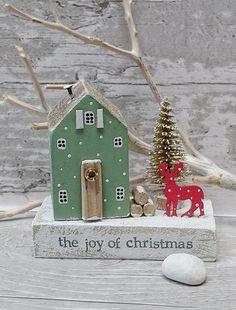Driftwood Christmas Decorations, Christmas Tree Crafts, Vintage Christmas, Christmas Holidays, Christmas Ornaments, Driftwood Crafts, Wooden Crafts, Christmas Scenes, Christmas Makes