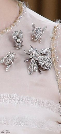 Chanel Couture Spring 2016 from Vogue Shop for genuine Vintage insect jewelry at… Chanel Couture, Couture Details, Fashion Details, Fashion Design, Jewelry Accessories, Fashion Accessories, Jewelry Design, Bee Jewelry, Insect Jewelry