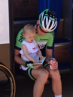 Lars Boom before the start of stage 1 of the 2013 Tour De France with his little girl.