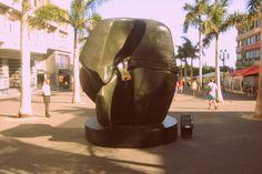 """Pieza de bloqueo (Henry Moore) """"Arte en la Calle"""" Plaza de la Candelaria (hasta el 1/12/13)"""