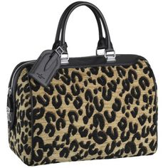 An editorial on Louis Vuitton handbags, purses and your favorite accessories. Get prices and shopping advice on Louis Vuitton designer bags and purses. Lv Handbags, Handbags On Sale, Louis Vuitton Handbags, Louis Vuitton Speedy Bag, Fashion Handbags, Fashion Bags, Fashion Ideas, Women's Fashion, My Bags