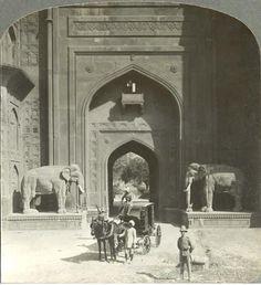Delhi Gate http://www.pinterest.com/pin/419749627741103594/