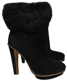 Get the must-have boots of this season! These BCBGMAXAZRIA Black Suede Ankle Boots/Booties Size US Regular (M, B) are a top 10 member favorite on Tradesy. Suede Ankle Boots, Suede Shoes, Bootie Boots, Cool Boots, Rabbit Fur, Girls Shoes, Black Suede, Luxury Fashion, Booty